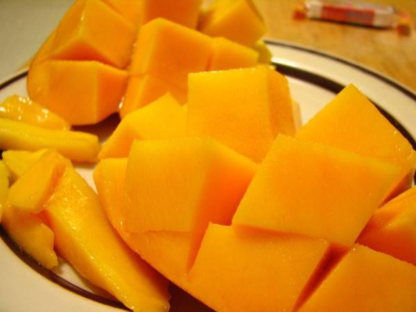 <b>夏天吃芒果有哪些好处?当心吃芒果可能引起过</b>